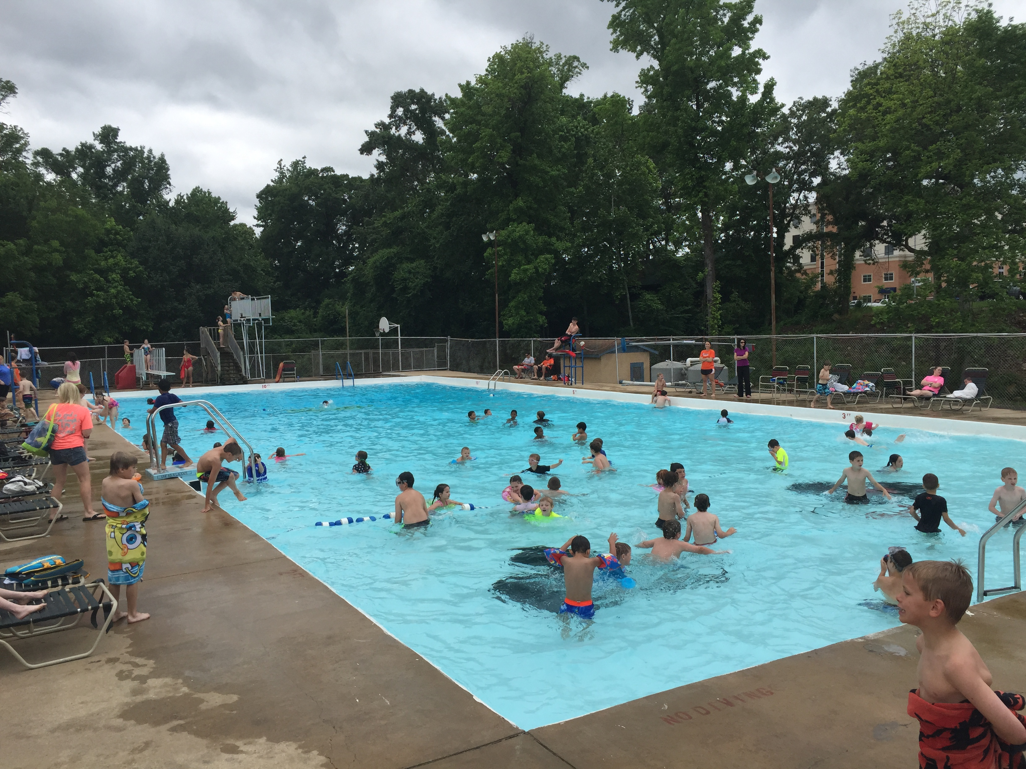 Fitzhugh pool closing city of batesville for Piscina lago madrid